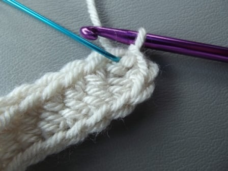 Crocheting the First Round of an Oval
