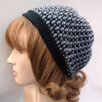 The body of this hat was crocheted with an I/9-5.50mm, and the brim was done with a G/4.00mm. It's more of a slouch hat.