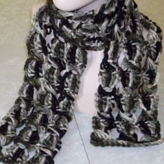 double crochet infinity scarf - FREE PATTERN - delia creates