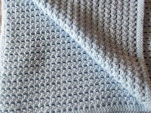 Simple Seeded Lace Baby Blanket - Back