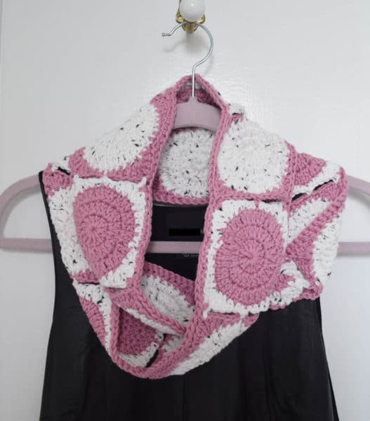 Little Dots Big Dots Infinity Scarf free crochet pattern by Underground Crafter