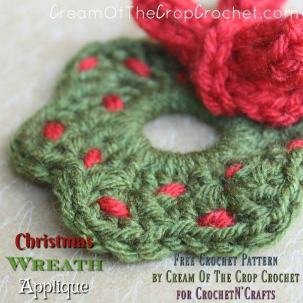 Christmas Wreath Applique ~ FREE Crochet Pattern by Cream Of The Crop Crochet