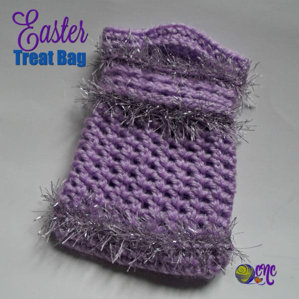 This treat bag features three rounds of fun fur to give it an extra touch of pretty for the little girls to enjoy.